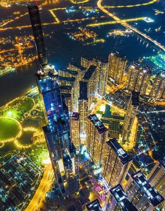 "img src = ""Landmark-81-05.jpg"" alt = ""Landmark 81 in Ho Chi Minh city at night"""