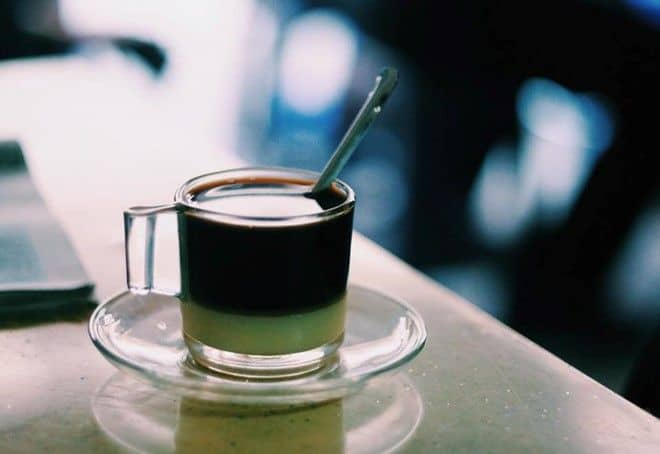 "img src=""bac-xiu-at-Cheo-Leo-coffee-02.jpg"" alt=""Bac xiu - Cheo Leo's most famous beverage"""