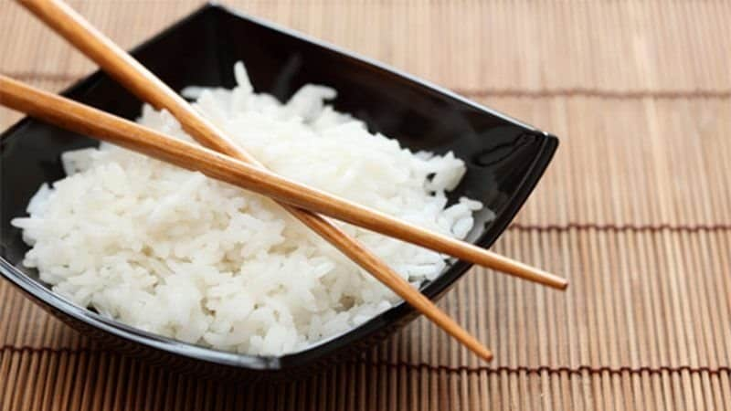 Do not leave chopsticks crossed like this