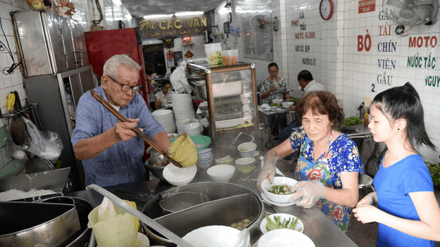 A 60-year-old pho restaurant in the heart of Saigon (Image source: Tuoitre)