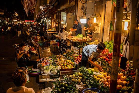 """img src = """"wet-market-03.jpg"""" alt = """"wet market- a Asia's traditional open air food market """""""