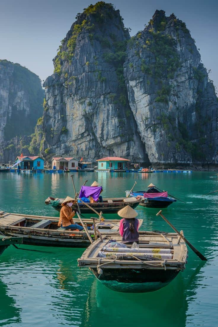 An unbelievable photo of Halong Bay, Viet Nam